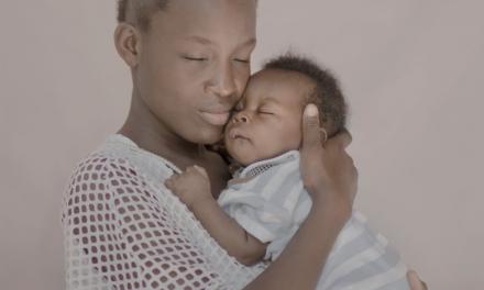 Ces portraits de filles mères à travers le monde vont vous bouleverser