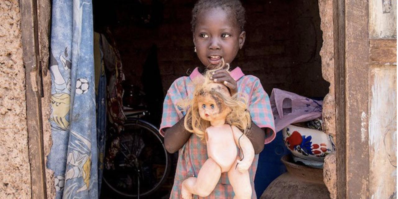 LES ENFANTS DU MONDE ET LEUR JOUET PRÉFÉRÉ. DES PHOTOS QUI FONT RÉFLÉCHIR.