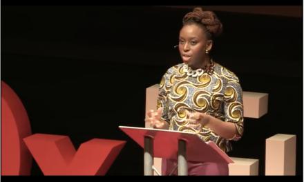 Pourquoi nous devrions tous et toutes être féministes : une vidéo incontournable
