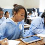 Le programme Ecoles Numériques : agir pour l'éducation des plus démunis … et des filles